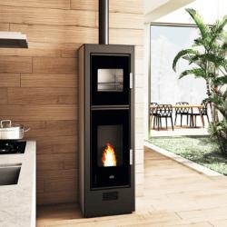 Pellettitakka ei ole ainoastaan kaunis, vaan tarjoaa omakotitaloon myös edullisen lämmitysjärjestelmän.